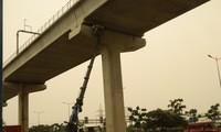 Thay gối cao su cho tuyến metro Bến Thành - Suối Tiên vừa bị rơi thế nào?