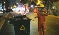 Công nhân vệ sinh TPHCM làm việc xuyên giao thừa giữ đường phố sạch đẹp