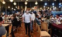 Nhà hàng ở TPHCM hoạt động lại từ 1/3, vũ trường quán bar tiếp tục đóng cửa chống COVID-19