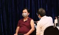 TPHCM yêu cầu đẩy nhanh tiến độ tiêm vắc xin COVID-19 cho người dân