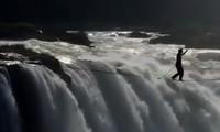 Cảnh chinh phục thác thác nước Victoria của Irmler và Kleindl