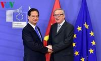 Đêm 2/12/2015 theo giờ Việt Nam, tại trụ sở Liên minh Châu Âu ở Thủ đô Brussels, Vương quốc Bỉ, Thủ tướng Nguyễn Tấn Dũng cùng Chủ tịch Ủy ban Châu Âu Jean-Claude Juncker đã chứng kiến Lễ ký Thỏa thuận chính thức kết thúc đàm phán EVFTA.