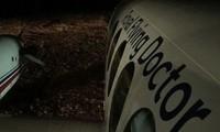 Đốt 20 cuộn giấy vệ sinh giúp máy bay y tế hạ cánh