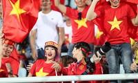 CĐV Việt Nam khiến sân Cheonam trở nên sôi động. Ảnh: Đức Đồng.