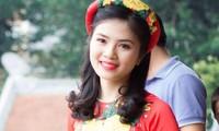 Phạm Thị Thu Hà, học sinh trường THPT chuyên Lê Hồng Phong, Nam Định, rạng rỡ trong ngày chụp ảnh kỷ yếu
