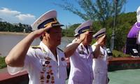 Cựu binh Đoàn tàu không số thả hoa tri ân đồng đội hi sinh