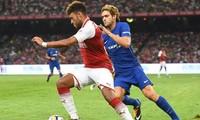 Oxlade-Chamberlain quyết định gắn bó với Chelsea, thay vì đến Liverpool.