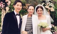 Chương Tử Di (giữa) trong đám cưới Song Hye Kyo - Song Joong Ki.