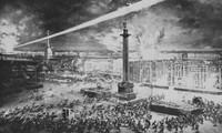 Rạng sáng 7/11/1917, quân khởi nghĩa tấn công vào Cung điện Mùa Đông ở Petrograd (nay là Saint Petersburg), mở đầu cuộc Cách mạng tháng Mười Nga vĩ đại. (Ảnh: Tư liệu TTXVN)