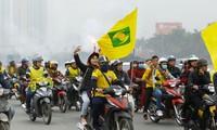 CĐV Sông Lam Nghệ An diễu hành cổ động trước Siêu cúp