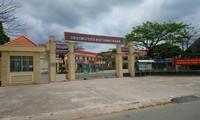 Trường Tiểu học Bình Chánh (Bến Lức, Long An) - nơi xảy ra vụ việc.