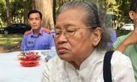 Bà Nguyễn Mộc Lương là một trong những người đầu tiên đến viếng nguyên Thủ tướng sáng 20/3 tại Hội trường Thống Nhất. Ảnh: Ngân Giang
