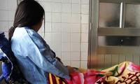 Cô giáo H. đang được theo dõi tại Trung tâm Chăm sóc sức khỏe sinh sản tỉnh Nghệ An. Ảnh: ĐẮC LAM