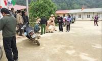 Hiện trường vụ tai nạn vụ cô giáo lùi xe làm 1 học sinh chết, 1 em khác bị thương phải nhập viện (ảnh: Trấn Long/VOV-Tây Bắc)