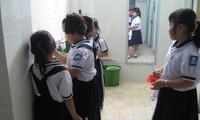 Làm sạch nhà vệ sinh trường học cần 68 triệu đồng/năm