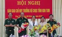 Lãnh đạo Quân khu 5 và lãnh đạo tỉnh Kon Tum chúc mừng các đồng chí Trương Quang Nhạn, Trịnh Ngọc Trọng