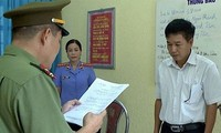 Phó giám đốc Sở GD-ĐT Sơn La Trần Xuân Yến bị khai trừ khỏi Đảng do liên quan đến vụ gian lận thi cử gây chấn động dư luận cả nước.
