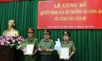 Thượng tướng Nguyễn Văn Thành trao quyết định và chúc mừng Đại tá Nguyễn Sỹ Quang và Đại tá Dương Văn Phóng