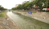 Hơn 1 triệu m3 nước từ hồ Tây được xả vào sông Tô Lịch làm nước sông đổi màu