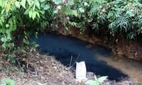 Khu vực nước đầu nguồn bị ô nhiễm. Ảnh: Trần Thường