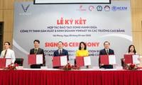 Bà Nguyễn Thị Vân Anh – Phó Tổng giám đốc thường trực VinFast ký kết biên bản ghi nhớ hợp tác đào tạo song hành với 5 trường Cao đẳng trên cả nước cho hai chuyên ngành Cơ điện tử và Kỹ thuật ô tô