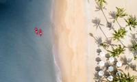 Có diện tích tương đương Singapore với nắng ấm quanh năm và những bãi biển đẹp bậc nhất nhưng lượng khách quốc tế đến Phú Quốc chỉ bằng 1/10 Phuket hay Bali