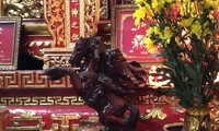 Vì sao khách thường chui qua chân ngựa ở ngôi chùa cổ 150 năm tại Bình Dương?