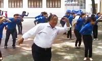 Thầy giáo 62 tuổi truyền lửa nghề cho Đoàn, Đội