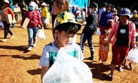 Trao học bổng 'tiếp sức đến trường' cho học sinh vùng biên giới