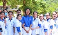 Hoa hậu H'Hen Niê dự lễ khởi công và tham gia vào các hoạt động an sinh xã hội sau lễ ra quân Chiến dịch Thanh niên tình nguyện hè năm 2020. Ảnh: Đức Văn