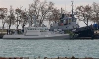 Tàu quân sự Ukraine bị lực lượng biên phòng trực thuộc FSB bắt giữ tại cảng Kerch ngày 26/11/2018. (Ảnh: AFP/TTXVN)