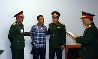 Cơ quan Điều tra hình sự Bộ Quốc phòng tống đạt các quyết định truy tố đối với bị can Lê Quang Hiếu Hùng.