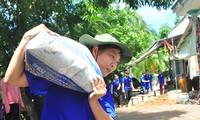 Mướt mồ hôi trên công trình thanh niên tình nguyện