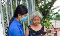 Thí sinh Hoa hậu Việt Nam 'gõ từng nhà' tuyên truyền phòng dịch COVID -19
