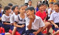 'Chuyến xe ước mơ' mang yêu thương đến với học sinh vùng sâu