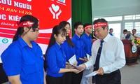 Chủ nhật Đỏ tiếp sức sinh viên nghèo vượt khó