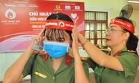Nữ chiến sĩ công an sôi nổi trong ngày hội hiến máu Chủ nhật Đỏ