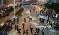 Cảnh hỗn loạn trên đường phố ở Hong Kong