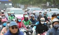 Người dân Hà Nội chịu nhiều tác động xấu từ ô nhiễm không khí Ảnh: Nhật Minh