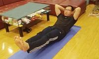 Xạ thủ Hoàng Xuân Vinh tập luyện tại nhà để giữ nền tảng thể lực