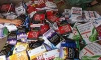 Người mua sách được khuyến cáo tìm đến các địa chỉ uy tín để tránh mua phải sách giả, sách lậuẢnh: KỲ SƠN
