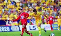 Nam Định (áo vàng) mất trắng 3 điểm trước Hải Phòng ở vòng 6 LS V-League 2020 vì sai sót của trọng tài ảnh: Trần Anh