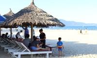 Du khách vẫn có thể đến các điểm du lịch ngoài Đà Nẵng Ảnh: KỲ SƠN