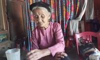 Xôn xao cụ bà 83 tuổi đạp xe lên xã xin 'thoát nghèo'