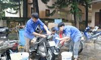 Bạn trẻ vùng cao rửa xe gây quỹ Trung thu cho trẻ em nghèo
