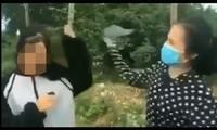 Nữ sinh bị đánh bằng mũ bảo hiểm. Ảnh cắt từ video.