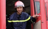 Chiến sĩ trẻ nhường bình dưỡng khí cứu người trong đám cháy
