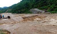 Nước lũ lớn ở các sông, suối trên địa bàn huyện Mường Lát