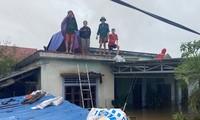 Đại hồng thuỷ nuốt chửng Quảng Bình trong đêm, khắp nơi người dân kêu cứu