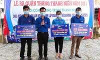 Đoàn viên các cơ sở đoàn với hoạt động làm vệ sinh môi trường hưởng ứng lời kêu gọi của Tỉnh đoàn Quảng Bình.